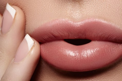 Perfect-Shades-of-Nude-Lipstick