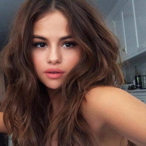 Selena-Gomez-Wears-Nude-Lipstick