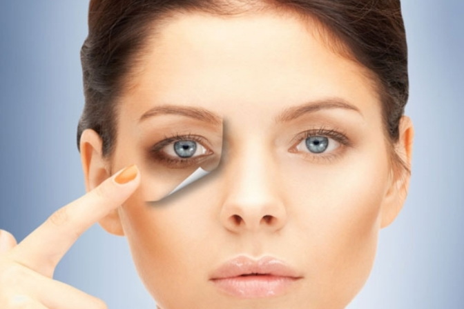 This Is the Makeup Secret to Banishing Under Eye Circles, According to a Plastic Surgeon